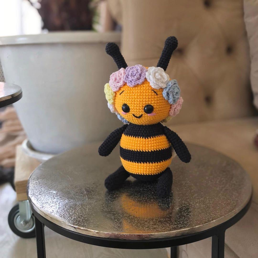 Amigurumi bee pattern