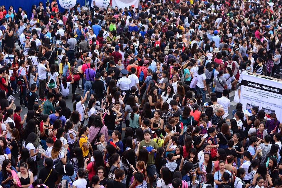 Crowd at SM Mall of Asia One Direction Concert 2015