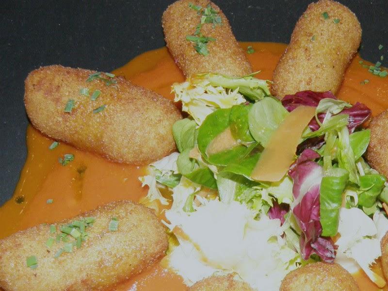 Croquetas de Centollo con Salsa de Pimientos asados