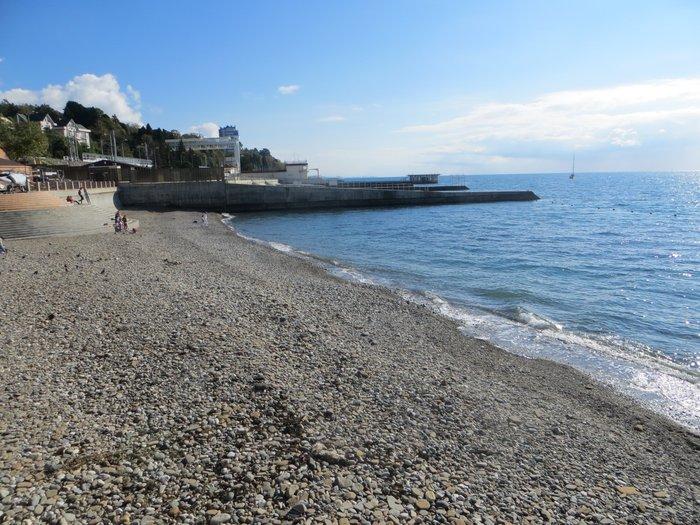 Каменистый пляж Сочи
