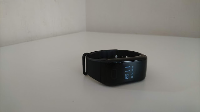 FourFit Health Band Review on Us Two Plus You - clock face screen