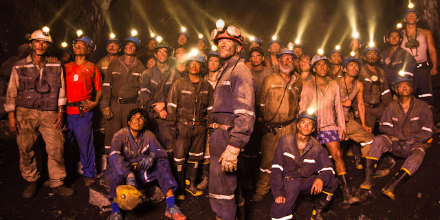 The 33, Directed by Patricia Riggen, The miners underground