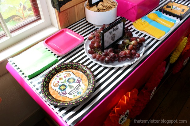 Sugar skull Halloween party paper plates