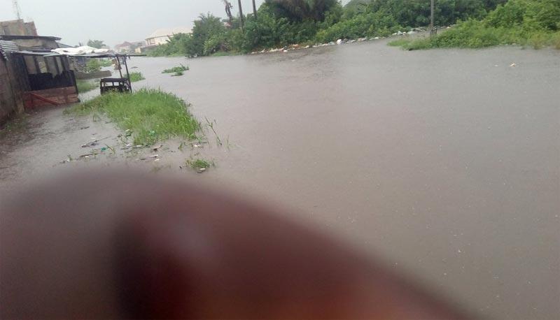 Photos: Ajah besieged by flood following heavy rainfall