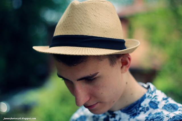 męski słomiany kapelusz