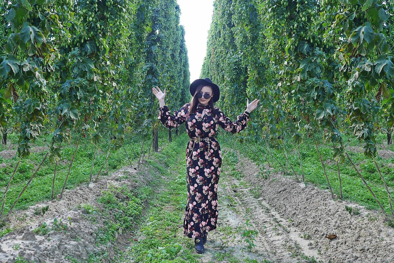 sukienka w kwiaty długa pasek bonprix okulary okrągłe czarne blog modowy blogerka modowa karyn