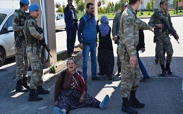 سحل المعارضين والاحرار  للارهابى اردوغان فى شوارع تركيا