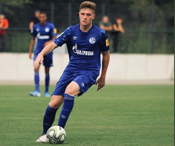 Bradley Cross in action for Schalke's under-19 team