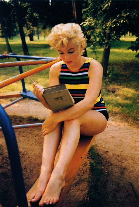 Ultimate Collection Of Rare Historical Photos. A Big Piece Of History (200 Pictures) - Marilyn Monroe reading Ulisses