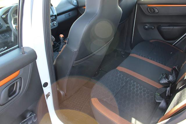Renault Kwid Outsider 2020 - interior - espaço traseiro