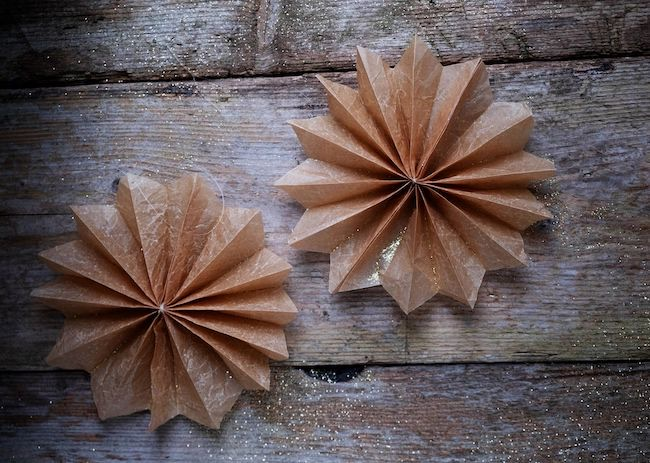 Papieren ster of ornament voor Kerst – Diy by Elsar Blog featured at Pieced Pastimes