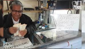 En Zulia se aceptan dólares, pesos o comida