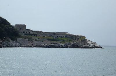 costruzioni militari sull'isola del Tino