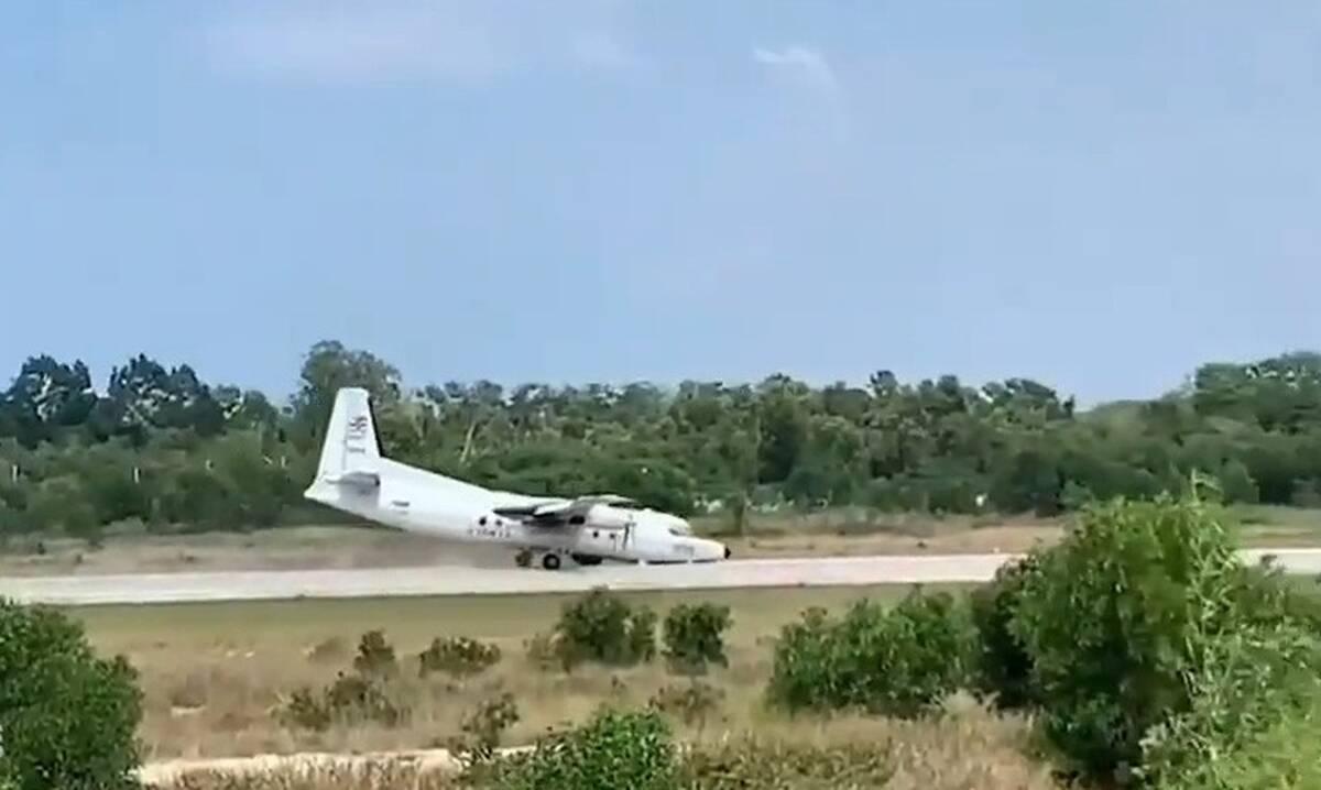 Αγωνία για στρατιωτικό αεροπλάνο - Έκανε αναγκαστική προσγείωση χωρίς ρόδα (video)