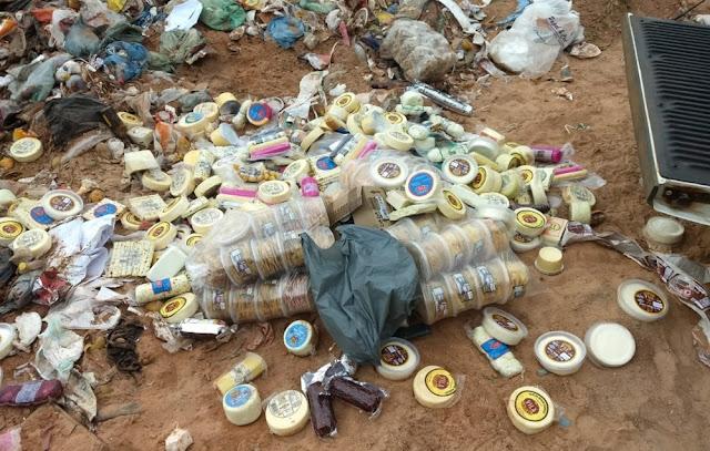 Fiscalização apreende cerca de 300 Kg de queijos e embutidos em Caxambu (Foto: IMA)