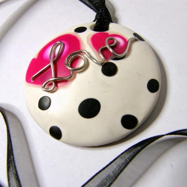 http://www.elrincondefrifri.com/2012/02/colgante-love.html