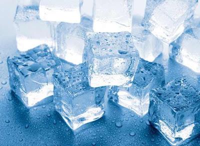 Menempelkan Es dan Duduk di Tempat Empuk