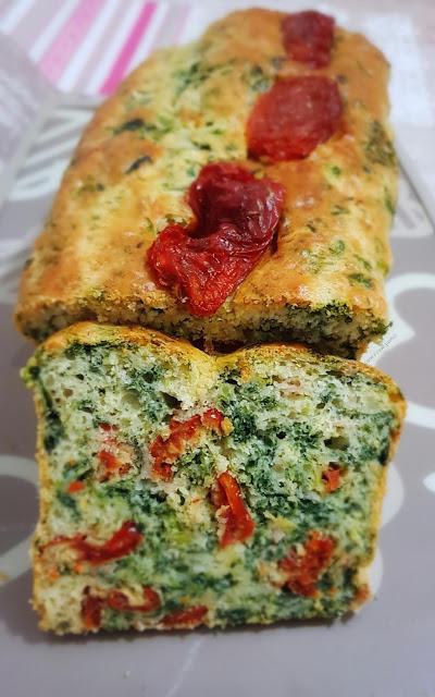 Plumcake salato con spinaci prosciutto cotto mozzarella e pomodori secchi