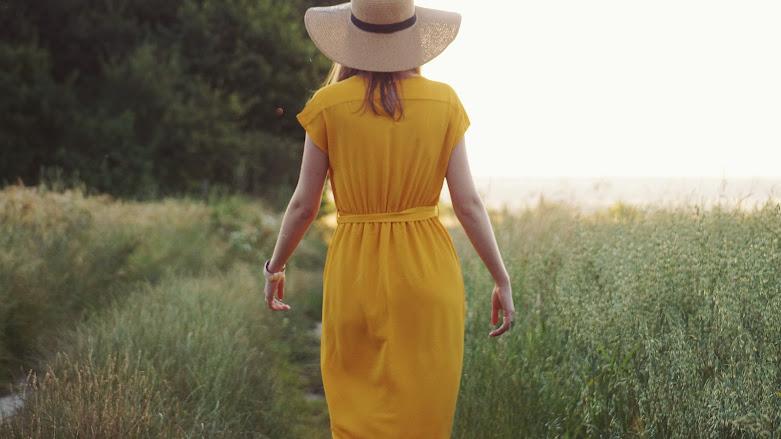 Sunset - stylizacja z żółtą sukienką moodo.pl