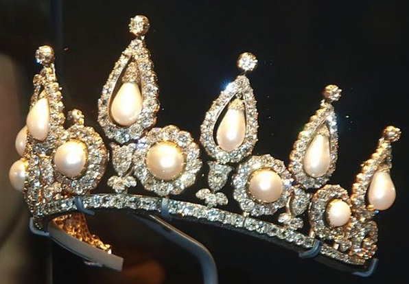 The rosebery pearl & diamond tiara