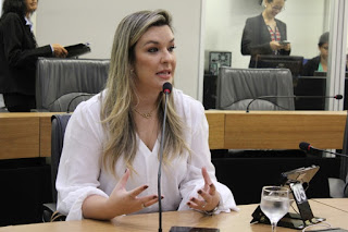 Camila apresenta projetos que garantem combate à obesidade e qualidade de vida aos estudantes