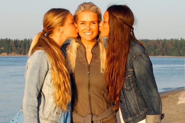 Yolanda, madre de Gigi y Bella Hadid tiene 53 y luce bella