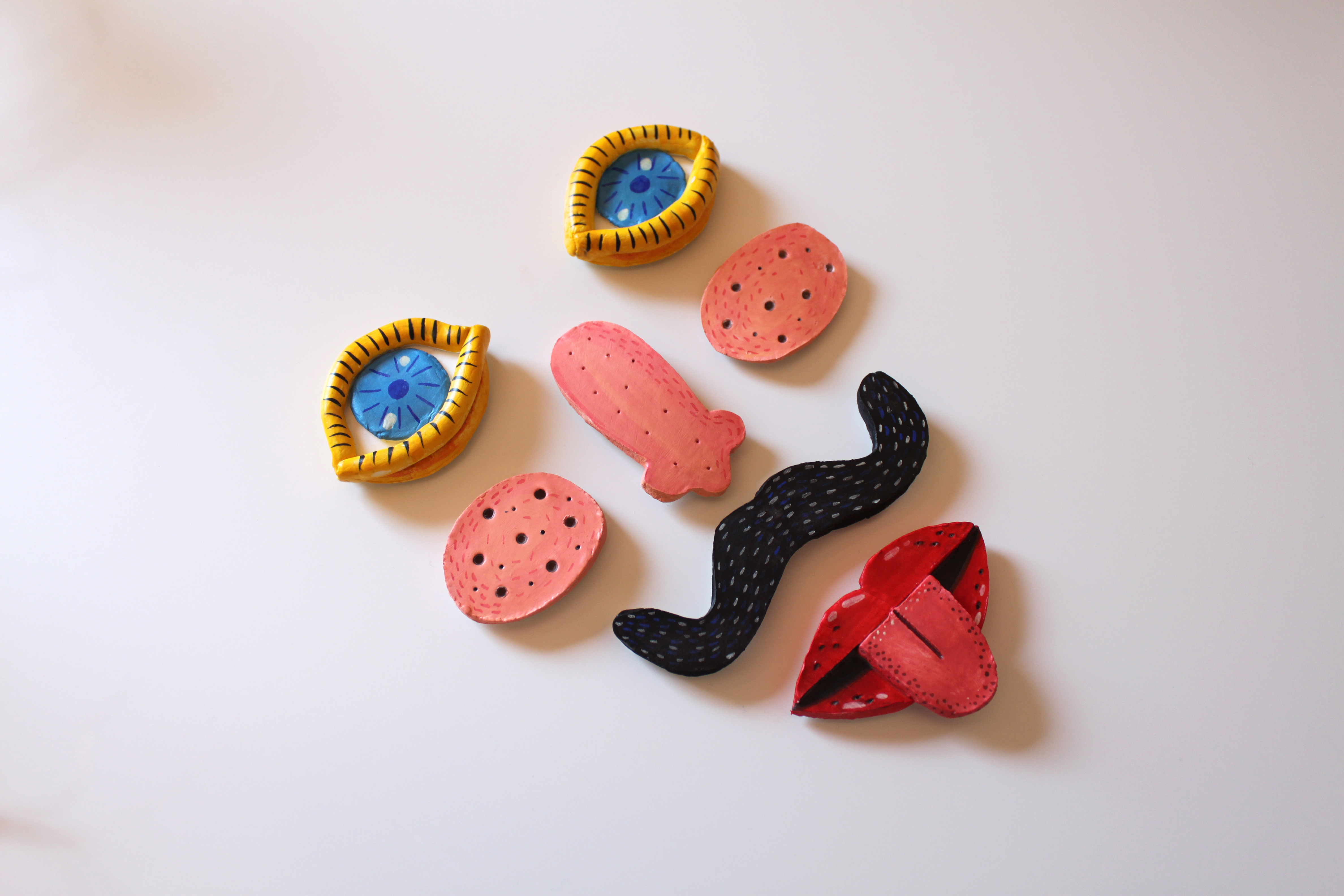 Clay face magnets by Laura Juliana Carvajal
