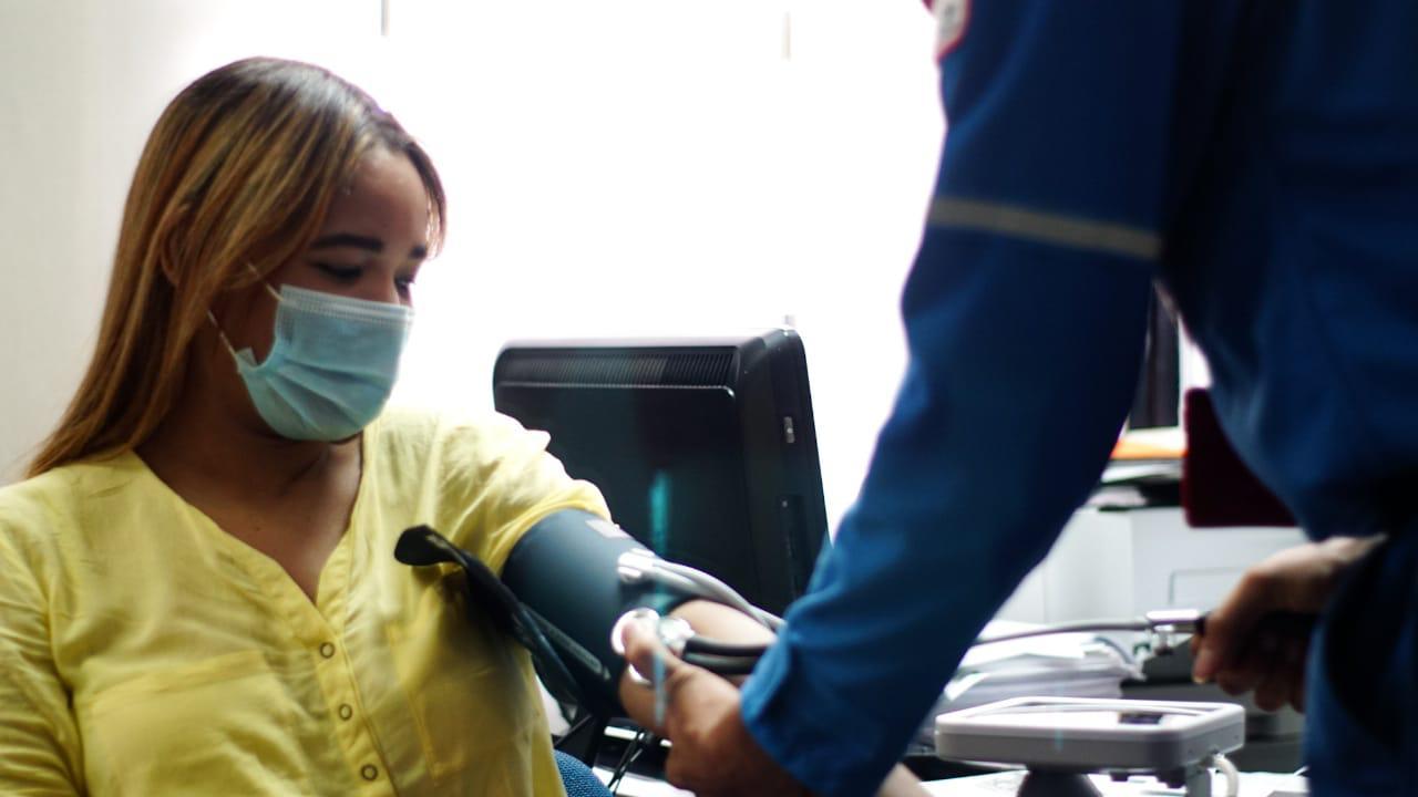 https://www.notasrosas.com/Alcaldía de Riohacha, luego de la vacunación masiva de sus funcionarios, reiniciará atención presencial