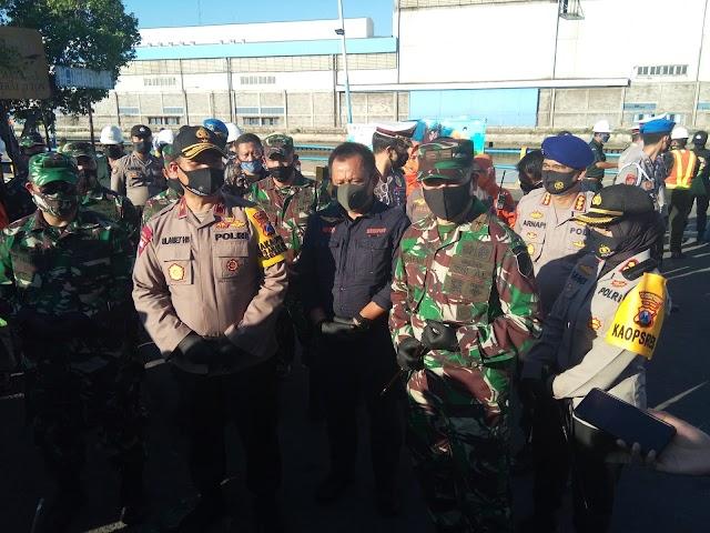 Wakapolda Jatim Bagikan Masker Serta Meresmikan Kawasan Pelabuhan Tangguh Semeru Tanjung Perak