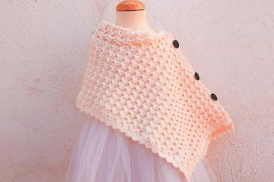 1 - Crochet Imagen Poncho asimétrico a crochet y ganchillo por Majovel Crochet.