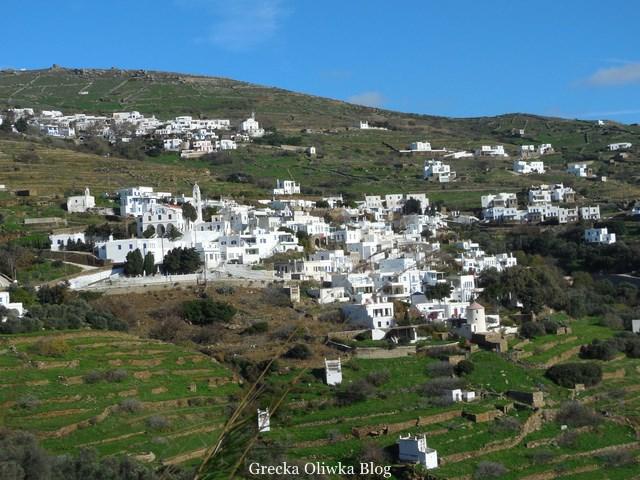 Grecka wyspa Triandaros, położona na wyspie Tinos, charakterystyczna biała kubistyczna zabudowa