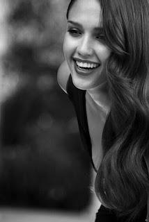 senyuman wanita