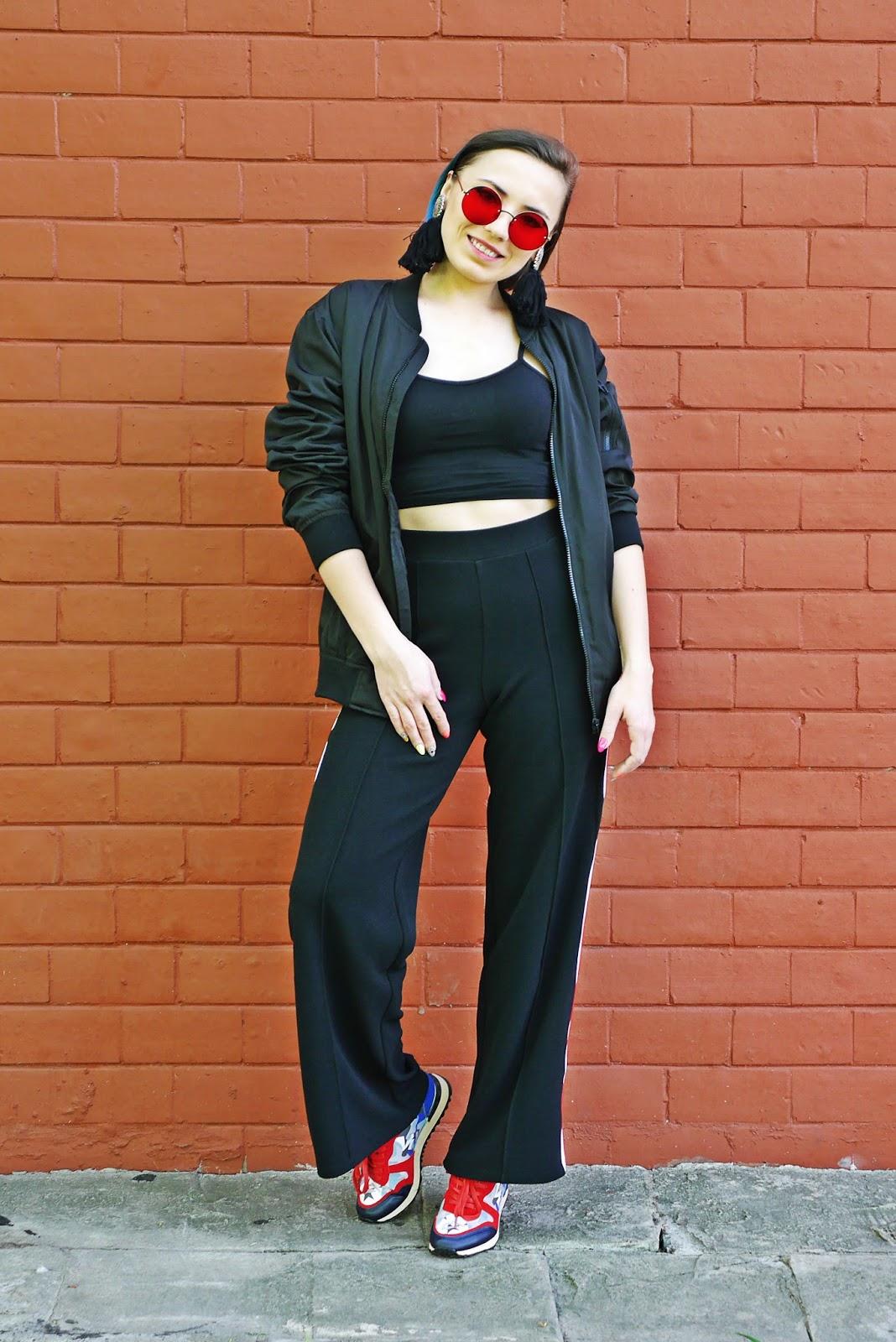 2_kolorowe_sneakersy_renee_czarne_spodnie_z_lampasem_crop_top_karyn_blog_modowy_300418