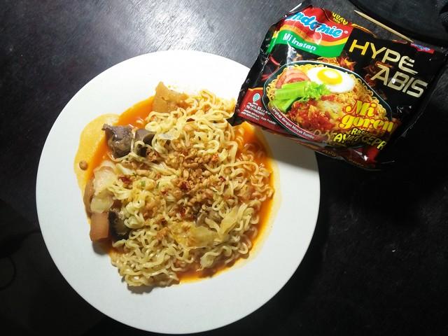 Indomie ayam geprek;Indomie Ayam Geprek, Yang Hype Khas Indonesia;Mie Goreng Ayam Geprek Indomie;Harga Indomie Goreng Ayam Geprek;