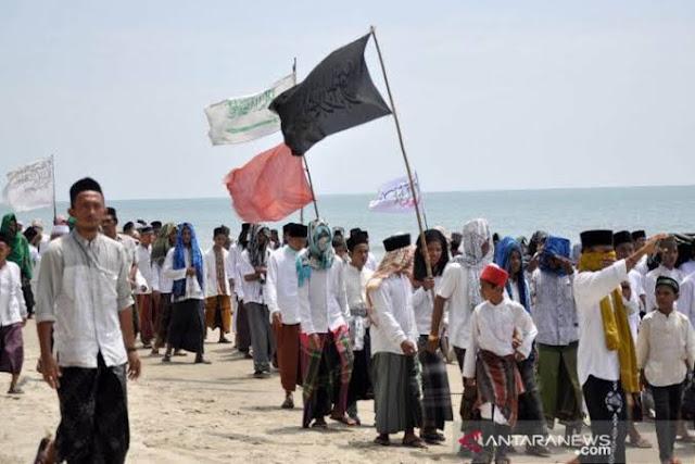 Ratusan Santri Usir Wisatawan Lantaran Tak Ada Pemisah Pria dan Wanita di Pantai