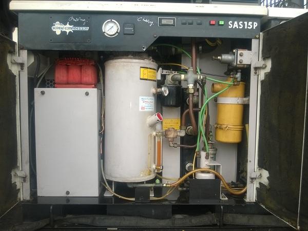 máy nén khí cũ trục vít Airman 15 kw có tách ẩm