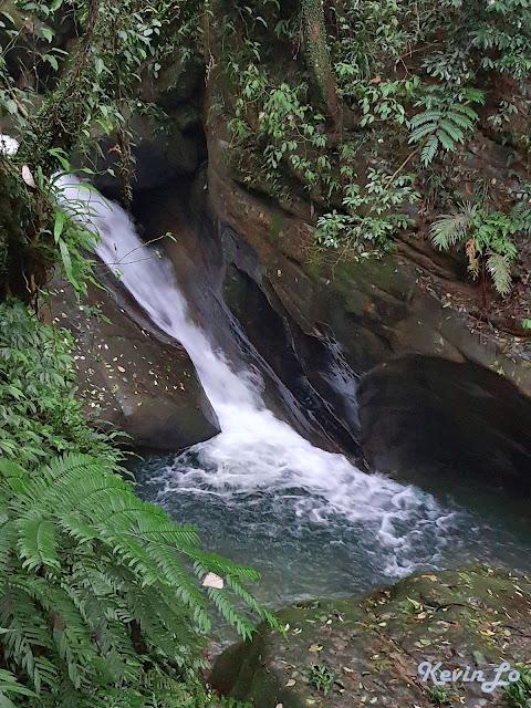 拉波波村營區流水聲潺潺