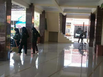 Bersih bersih masjid