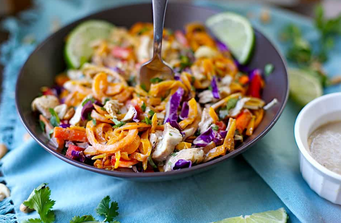 PALEO CHICKEN PAD THAI #paleo #chicken