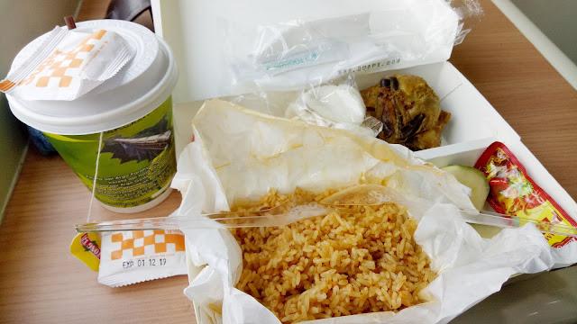 nasi goreng parahyangan di gerbong restorasi / kereta makan mutiara timur siang