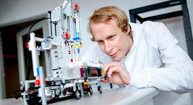 Lecturer design autonomous robots