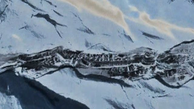 Something Huge is melting out of the Antarctic Ice Sheet  Antarctica%2Bancient%2Bbase%2Baliens