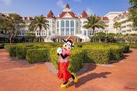 香港迪士尼樂園度假區 2021 奇妙年年新春慶祝活動, 酒店食、買、小旅行體驗締造奇妙回憶, Hong Kong Disneyland Resort 2021 Chinese New Year Celebration, 克拉貝兒 Clarabelle Cow