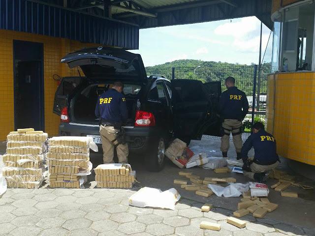 PRF apreende 290 quilos de Maconha em Carro importado roubado na Barra do Turvo