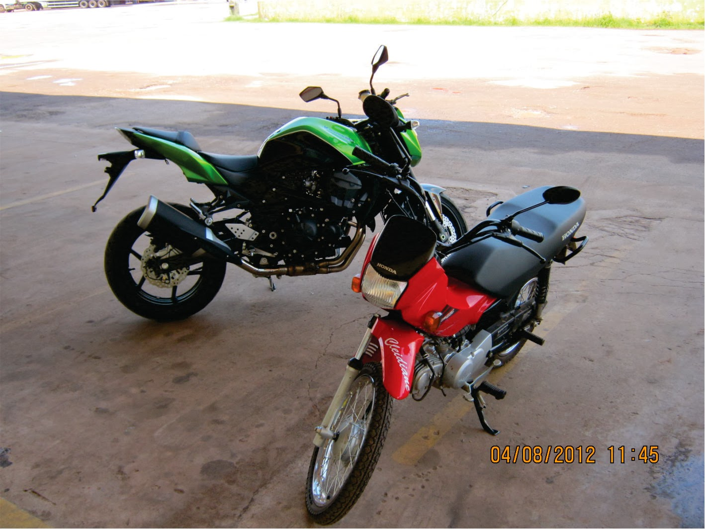 Vendo Yamaha Xj6 Branca Personalizada - Carros, Motos e