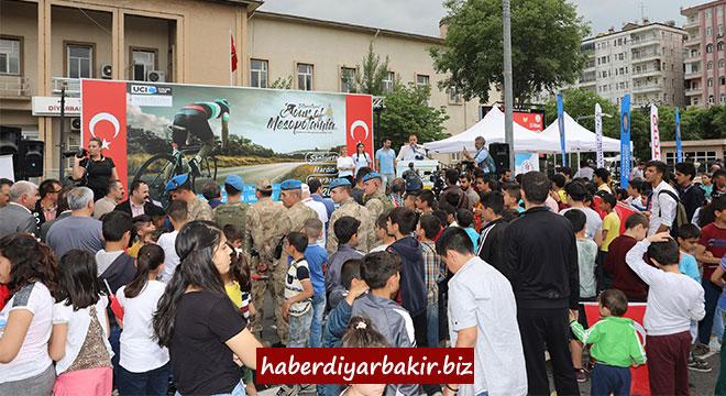 Uluslararası Mezopotamya Bisiklet Turu 3. Etabı Diyarbakır'da tamamlandı