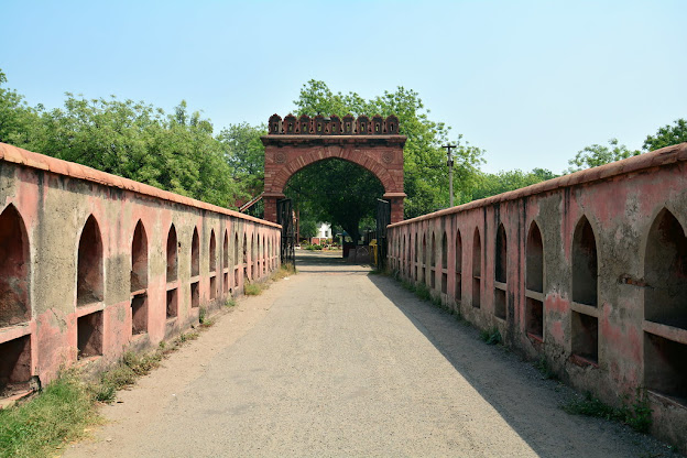 Salimgarh Fort The most Haunted Tourism Place in Delhi