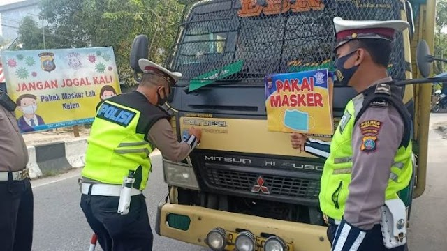 "Satlantas Polres Tanjung Balai Tempel Stiker ""Ayo Pakai Masker"""
