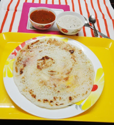 Plain uttapam in a serving plate