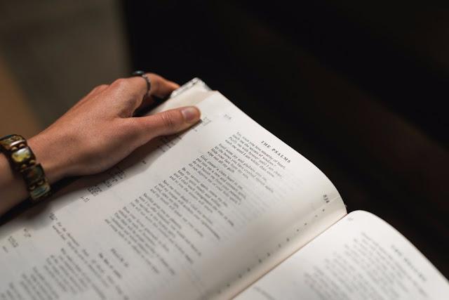 ¿Las biblias son iguales? La mía tiene más libros que la de mi hermano Evangélico